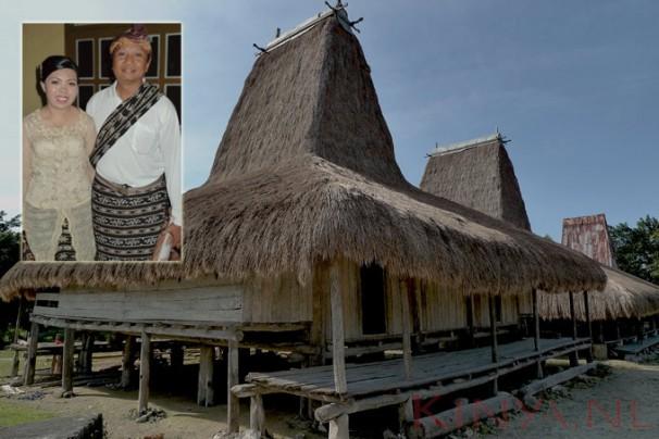 Huis-Sumba-met-bruidspaar